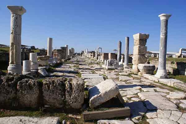 |  || Hierapolis'ten Pamukkale'ye