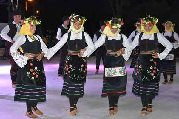 Dünya Halk Dansları Dikili'de Görücüye Çıktı   GEZİ & KÜLTÜR SANAT