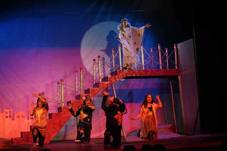 |  || Tiyatronun Yıldızları Karşıyaka'da Yetişecek