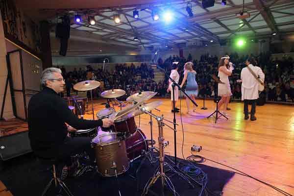 Karşıyaka'da 'Liseli Müzisyenler' yarıştı!   GEZİ & KÜLTÜR SANAT