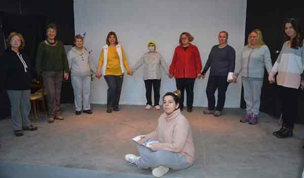 |  || Dikili'de 7'den 70'e Herkese Tiyatro Kursu