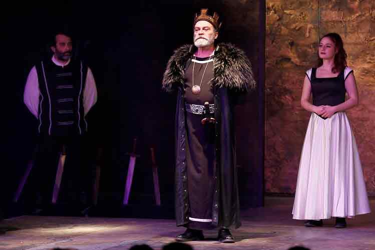 |  || Usta Oyuncu Bilginer, Kral Lear ile İzmirlilerle Buluştu