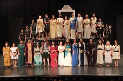 Ege Life | Sahne Tozu Tiyatrosu'nda Nisan Fırtınası!