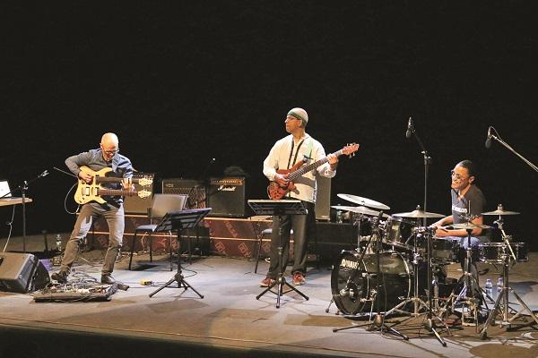 Ege Life | Müziğin Duayenleri Bergama'da Buluşuyor