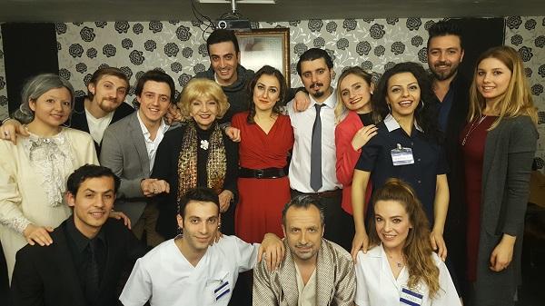Ege Life | Sahne Tozu Tiyatrosu'nda Kahkahalar Yükseliyor