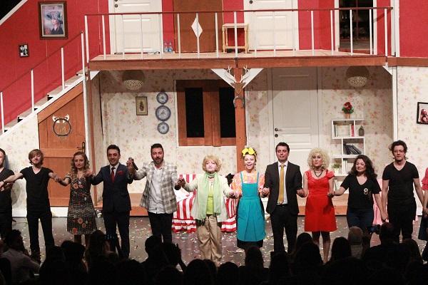 Ege Life | Sahne Tozu Tiyatrosu Oyuncularından