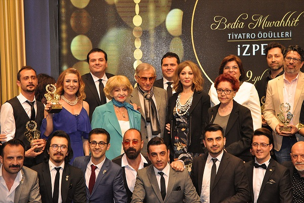 Ege Life | 9. İZPEK Bedia Muvahhit Tiyatro Ödülleri Sahiplerini Buldu