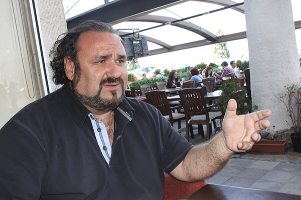 Ege Life | 13'ünde Müzikten Kaldı; 20'sinde Pavarotti'nin Yanındaydı