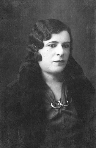 Ege Life | İzmir'in İlk Kadın Milletvekili  Benal Nevzat Arıman
