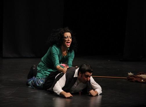 Ege Life | Sahne Tozu Tiyatrosu'ndan Nisan Ayında Tiyatro Şöleni!