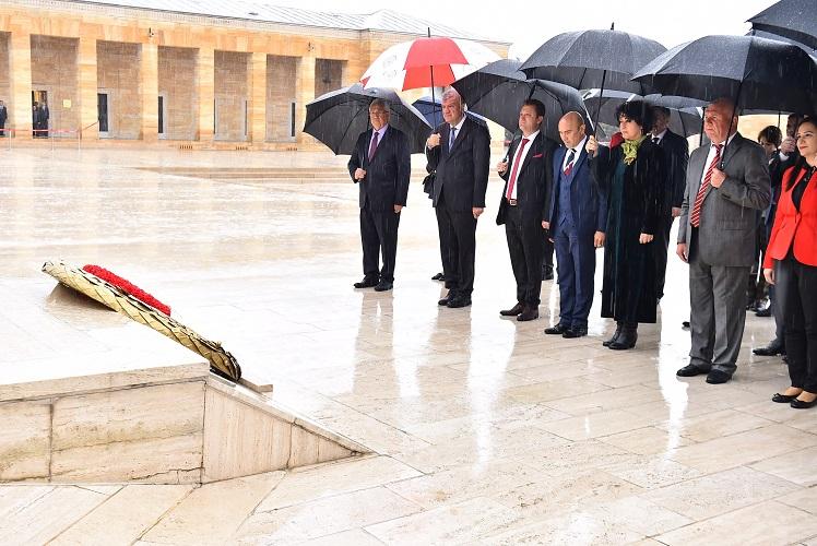 Ege Life | Başkan Tunç Soyer ve İzmir'in İlçe Belediye Başkanları Anıtkabir'i Ziyaret Etti