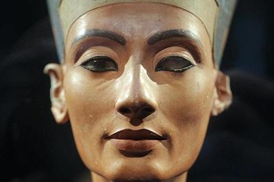 DOSYA & HABER | DOSYA || Kraliçe Nefertiti Hakkında İlginç Gerçekler