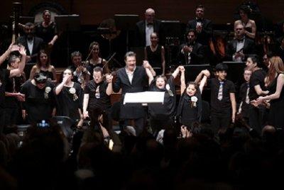 Özel Çocuklardan Muhteşem Konser  Yaşamın Ritmi Ayakta Alkışlandı   GEZİ & KÜLTÜR SANAT