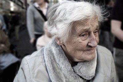 Kadınlarda Alzheimer Sıklığı Daha Fazla | DOSYA & HABER