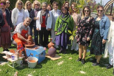 |  || Başarılı Kadın Girişimciden Şimdi de Urla'ya Sanat Atölyesi