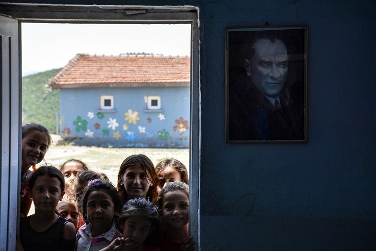 |  || Unutulmuş Köy Okulu: Taştepe Yardım Bekliyor