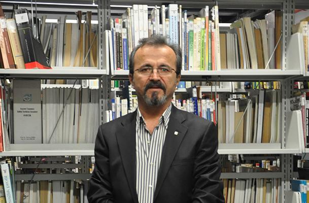 |  || İzmir Mimarlar Odası Başkanı Hasan TOPAL