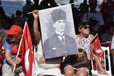 97. Yılında İlk Günkü Heyecanla İzmir'in Doğum Günü Kutlandı | DOSYA & HABER