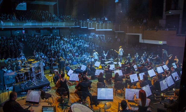 |  || Mor ve Ötesi'nden Senfonik Performans