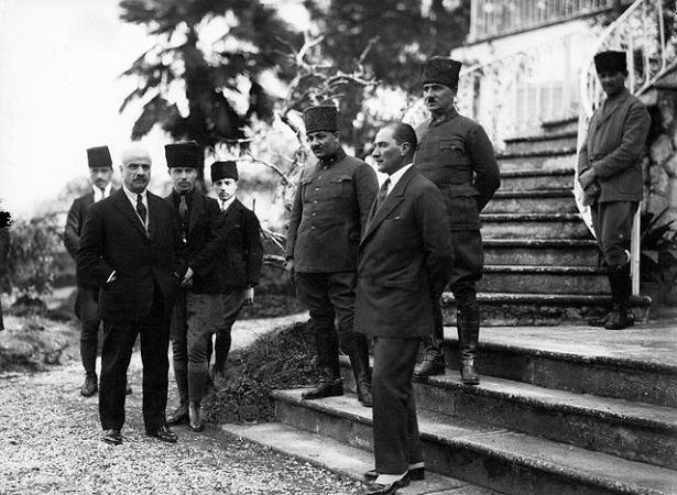       Göztepe'de Bir Atatürk Anısı
