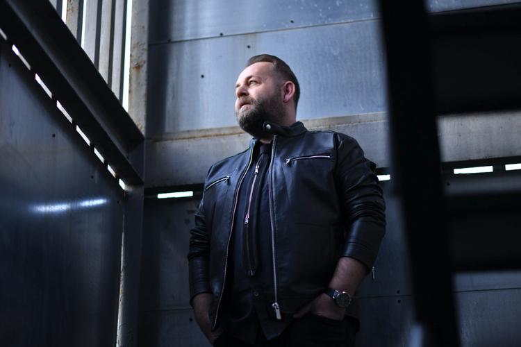 """Unutulmaz Şarkıların Bestecisi, Egeli, İnce Bir Sanatçı: Zeki Güner """"RUHUM HEM İSTANBUL'A HEM İZMİR'E AİT"""""""